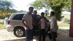 Arrivo a Cuba.  D. Apuzzo, P. Bianchi, A. Petrosellini e un medico del luogo