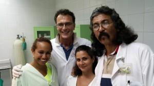 Prof. Apuzzo con Dott. Marinõ Heredia, Ginecologo, Cuba e l'equipe